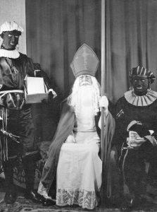 Sint met echte Zwarte Pieten in 1951